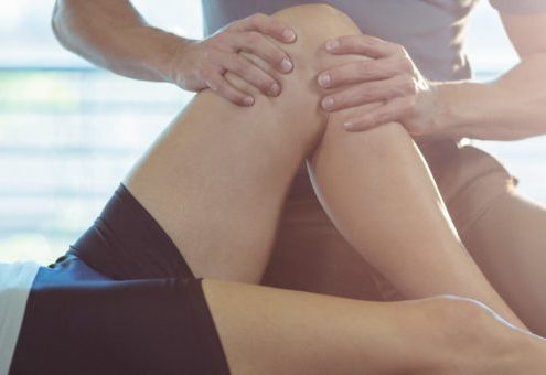Physiotherapist-giving-knee-therapy-850x340