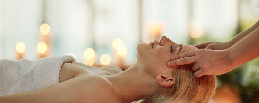head-massage-at-a-spa
